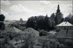 Kostel_-_hospoda_-_fara